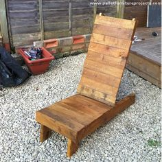 How many of you have worked on some wooden Adirondack shaped chairs in some of our earlier projects? I think many of you have tried this and shared the projects with us. The same inspiration is applied here again and recycled a decent pallet wood lounger.