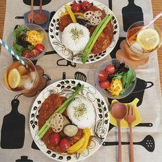 食卓のおかずやお弁当の彩りに悩んだら…「赤黄緑」を意識しましょう!かわいくて栄養バランスのとれた食事になっちゃいます♡色別にピックアップしたレシピでお悩み解決! Japanese Dinner, Japanese Food, Japanese Meals, B Food, Food Menu, Wine Recipes, Asian Recipes, Tumblr Food, Food Gallery