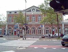 Station #Dordrecht is het oudste treinstation van de Nederlandse stad Dordrecht en werd geopend op 1 januari 1872. Het ligt ten zuiden van het centrum, bij de negentiende-eeuwse schil.