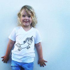 Glitter Unicorn V Neck T-Shirt – Frankie Baby