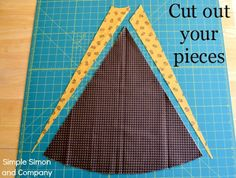 An Old Fashioned Christmas Tree Skirt Tutorial and Free Pattern - Simple Simon and Company