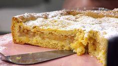 En elegant äppelkaka med fin smak av äpple och en god spröd mördeg. Servera med crème chantilly eller vaniljglass. Fika, Apple Pie, Desserts, Irene, Beads, Elegant, Bracelets, Tailgate Desserts, Beading