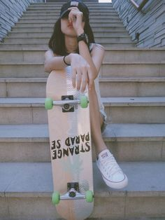 An electric skateboard is a personal transporter based on a skateboard.Electric skateboard are not considered as vehicles and do not require any registration or licensing.Here some best skateboard go check them out. Skate Photos, Skateboard Pictures, Skateboard Girl, Skateboard Tumblr, Skater Girl Style, Skater Girl Outfits, Photographie Indie, Shotting Photo, Skate Girl