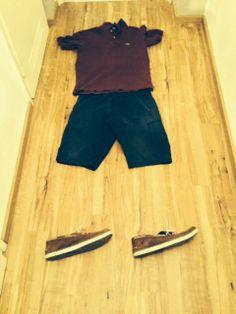 Florian: Ebenfalls für wärmere Temperaturen geeignet. Kurzärmliges Poloshirt, kurze Hose und Timberland Schuhe. Sommer here we come!