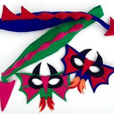 Ce super féroce dragon cracheur de feu est parfait pour Halloween, ou fait un grand cadeau pour un petit dragon-amant! Coupler avec un livre ou un film, et vous êtes fixés.  Chaque masque est composé d'une double couche de feutre de respectueux de l'environnement (fabriqué aux États-Unis à partir de bouteilles recyclées!), ce qui assure une stabilité et le confort, et l'élastique est solidement cousue. Chaque composant est cousue, jamais collé.  Le masque est de taille pour une taille…