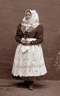 Ignác Šechtl: garb from Blata Bohemian Costume, Folk Costume, Costumes, Beautiful Patterns, Czech Republic, Fashion History, Ancestry, Traditional Dresses, Folklore