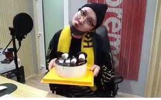 "49 Likes, 5 Comments - INDOMY SELERA BANGTAN🇲🇨 (@bangtanswag.id) on Instagram: ""happyhobiday Cake dari nuna nya Jhope😍 . -Ngerayain ultahnya sendiri😂 -Bikin lampu gemerlap kedap…"""