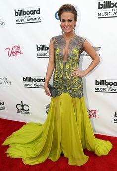 Carrie Underwood Brings a Darker Look to the Billboard Music Awards
