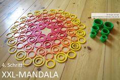 Geo-Mandala mit Kindern auf dem Boden legen mit den Geo-Legespielen nach Fröbel (hier Spielgabe 9, Froebel Gift 9)  -> Tutorial, 4. Schritt Spielgaben - Legespiele kaufen:  http://www.friedrich-froebel-online.de/shop/