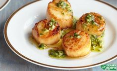Dinner For Two: Sexy Scallops With Chimichurri Recipe Frozen Scallops, Baked Scallops, Pan Seared Scallops, Seafood Appetizers, Seafood Dishes, Appetizers For Party, Seafood Recipes, Coquille Saint Jacques, Aloo Gobi