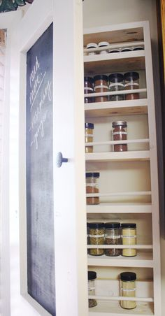 Make your own DIY rack and shelves, and you will be in total control of the style of every room of your house. Either for your shoes, coats or spices, your house would most likely benefit from a DIY rack. Wooden Spice Rack, Diy Spice Rack, Diy Rack, Spice Storage, Diy Kitchen Storage, Diy Storage, Kitchen Organization, Storage Ideas, Wall Spice Rack