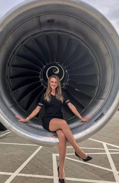 Image may contain: 1 person Onur Air, Flight Girls, Airline Cabin Crew, First Class Flights, Bus Girl, Airline Uniforms, Flight Attendant Life, Flight Deck, Air France