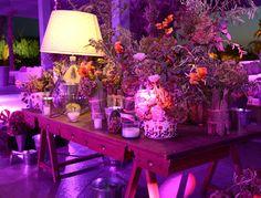 Table vinage avec décoration florale mariage Marrakech