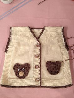 Knitting Crochet Baby Kids Elsa Tricot Sweater Vests Toddlers Cast On Knitting Baby Knitting Patterns, Baby Patterns, Cast On Knitting, Arm Knitting, Knitting For Kids, Cardigan Bebe, Baby Cardigan, Baby Boy Vest, Pull Bebe