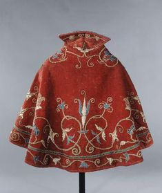 """Fashion Feature Part Three: 1500s – Dancing in Glitter """"Cape, 16th century – may have been male or female"""" - https://dancinginglitterblog.wordpress.com/2015/10/03/fashion-feature-part-three-1500s/"""