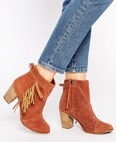 7 cool pairs of ankle boots to get from asos this fall