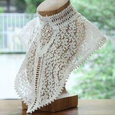 Lace collar. So beautiful.