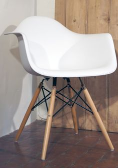 This contemporary classic is a copy of the Eames DAW chair. It has a white moulded seat and wooden legs. Use practically anywhere.