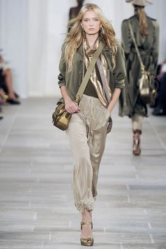 Ralph Lauren Spring 2009 Ready-to-Wear Fashion Show - Lily Donaldson Bohemian Fall Outfits, Lily Donaldson, Fashion Show, Fashion Outfits, Women's Fashion, Vogue Australia, Ready To Wear, Ralph Lauren, Beige