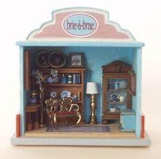 """•• Escala 144  Francesca  Vernuccio  Miniatures:  """"bric a brac"""" junk shop"""