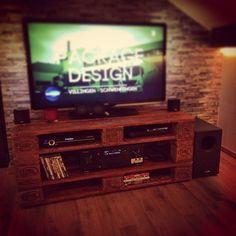 #Fernsehtisch #Tvtisch #tv #Wohnzimmer #home #galileo #Europaletten #epal…
