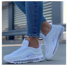 White Nike Shoes, Nike Air Shoes, Cool Nike Shoes, Popular Nike Shoes, Nike Shoes Outfits, Nike Socks, Dr Shoes, Hype Shoes, Cute Sneakers