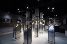 Rico Gems store in Shanghai by Design Overlay Retail Boutique, Retail Shop, Retail Displays, Jewelry Store Design, Jewelry Stores, Jewelry Shop, Jewellery Showroom, Jewellery Display, Gem Store