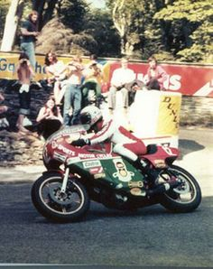 Mike Hailwood - TT Legend, coming thru Governors Bridge in '78. These were the golden years of the TT for me, as a young boy, going down to watch every race with my Dad. Just wonderful, and Mike Hailwood is a genuine legend.
