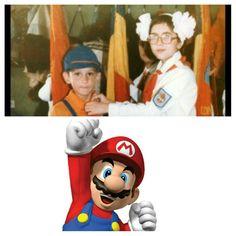 Vedeți vreo diferența? Super-Mario vs. Șoimii Patriei...
