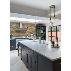 Open Plan Kitchen Living Room, Home Decor Kitchen, New Kitchen, Home Kitchens, Black Kitchens, Kitchen Tools, Kitchen Ideas, Kitchen Island, Lobby Design