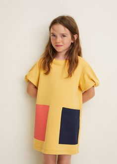 Straight design Sweat style Patch pocket on the front Printed pocket Rounded neck Puffed short sleeve Fashion Kids, Little Girl Fashion, Toddler Fashion, Little Girl Dresses, Girls Dresses, Cute Babies Photography, Moda Kids, Kids Usa, Baby Dress Patterns