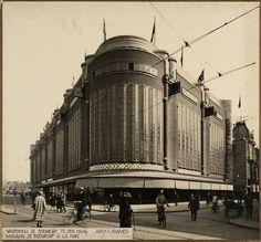 De eerste roltrap van Nederland was die in de Haagse Bijenkorf in 1926. De volgende was die in de Amsterdamse HEMA in 1936 en de derde die in de Amsterdamse Bijenkorf in 1937.