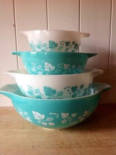 Hey, I found this really awesome Etsy listing at https://www.etsy.com/listing/232916335/reserved-for-w-1950s-jaj-pyrex-aqua
