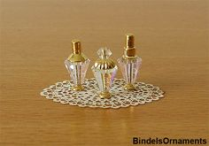 make elegant perfume bottles Dollhouse Tutorials, Diy Dollhouse, Miniature Tutorials, Barbie Miniatures, Dollhouse Miniatures, Miniature Crafts, Miniature Dolls, Dollhouse Accessories, Doll Accessories