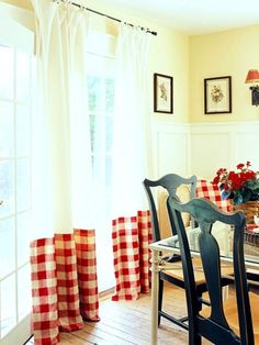easy canvas drop cloth curtains, customized with large-checked fabric Life Kitchen, Kitchen On A Budget, Wainscoting Styles, Painted Wainscoting, Wainscoting Bathroom, Deco Champetre, Kitchen Window Treatments, Up House, French Country Decorating