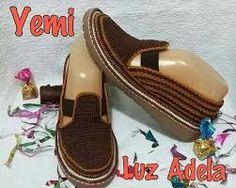 Resultado de imagen para zapatos tejidos Crochet Shoes, Crochet Slippers, Crochet Lace, How To Make Shoes, How To Wear, Crochet Flip Flops, Shoe Pattern, Freeform Crochet, Barefoot
