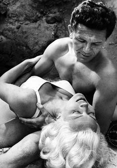 Lana Turner and John Garfield in The Postman Always Rings Twice directed by Tay Garnett, 1946 Lana Turner, Old Hollywood Movies, Hollywood Stars, Classic Hollywood, Vintage Hollywood, Hollywood Couples, Hollywood Glamour, Lauren Bacall, Natalie Wood
