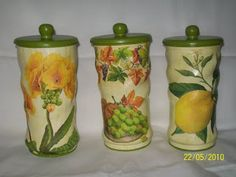 Fuxicando com a Tathy: LATAS DE NESCAU RECICLADAS COM DECOUPAGE Baby Sewing Projects, Craft Projects, Easy Crafts, Arts And Crafts, Altered Tins, Aluminum Cans, Recycled Crafts, Bottle Crafts, Fabric Painting