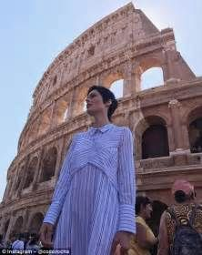 Coco Rocha - Sticking to the shady side of the Colloseum this. Diane Kruger, Jessica Alba, Bella Hadid, Ancient Rome, Mannequins, People, Shopping, Model, Fashion Design