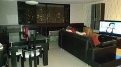 Apartamento en venta en Parque Central. Caracas, Venezuela. Totalmente remodelado con buen gusto. pisos en porcelanato y en las habitaciones parquet,cocina y baños remodelados. consta de 2 pisos en inmueble.vigilancia. Contacto: info@micasa.com.ve