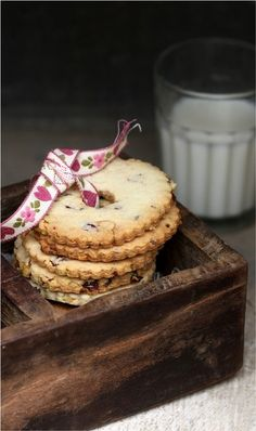 ღ cookies vintage style with ribbon gift  Repinned by www.silver-and-grey.com vintage food styling