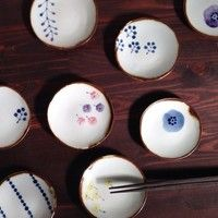 生活に彩りやときめきを。【キカキカク】の素敵な陶器と陶雑貨 Japanese Taste, Giraffe Drawing, Japanese Porcelain, China Painting, Tea Pots, Decorative Plates, Pottery, Dishes, Tableware