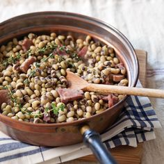 A Mess of Field Peas with Ham Hocks // Taste of the South Magazine
