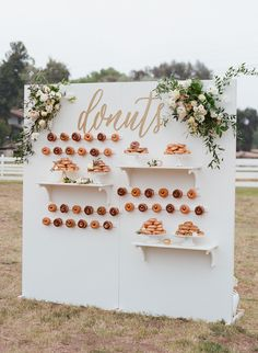 23 Ways to Serve Donuts at Your Wedding That Your Guests Will Love! These fun reception desserts are a creative alternative to classic wedding cake. Bridal Shower Desserts, Wedding Desserts, Fun Desserts, Wedding Cakes, Wedding Decorations, Donut Decorations, Wedding Appetizers, Donut Bar, Macarons