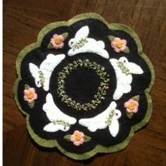 I made this wool felt candle mat for Easter.