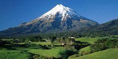 One of my favorite places in NZ! :) Mount Taranaki, Mount Egmont, Taranaki, North Island, New Zealand Mountain Wallpaper, Scenery Wallpaper, Volcano Wallpaper, Hd Wallpaper, Nature Wallpaper, The Places Youll Go, Places To See, Beautiful World, Beautiful Places
