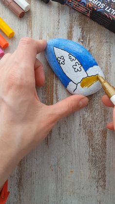 Paint Pens For Rocks, Painted Rocks Craft, Hand Painted Rocks, Painted Pebbles, Rock Painting Patterns, Rock Painting Ideas Easy, Rock Painting Designs, Stone Art Painting, Diy Painting