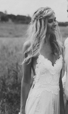 Beachy Flowing Style Wedding dress.  http://graceloveslace.com.au/collections/hollie/