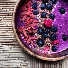 Chia oat Pitaya raw vegan breakfast smoothie bowl with flax seed, goji berries, blueberries and raspberries.