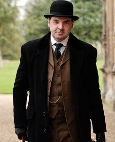 Brendan Coyle dans le rôle de John Bates dans la saison 2 de « Downton Abbey »